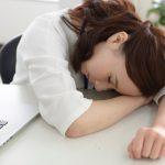 疲れが原因で白ニキビが大量発生する場所と治し方
